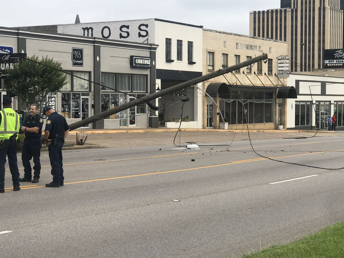 Traffic reopened after truck crashes into power pole on Broadway in Tyler