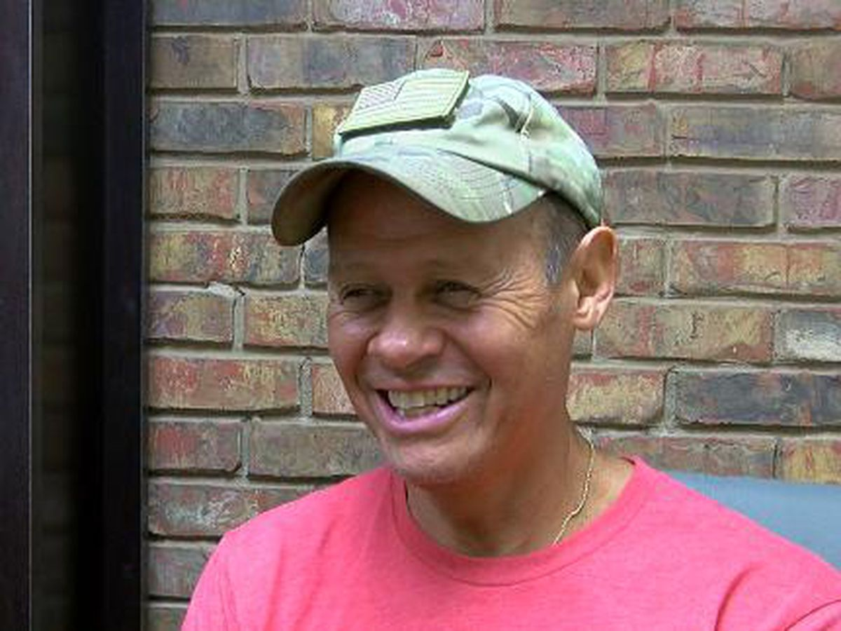 Singer Neal McCoy streams free performance Friday night