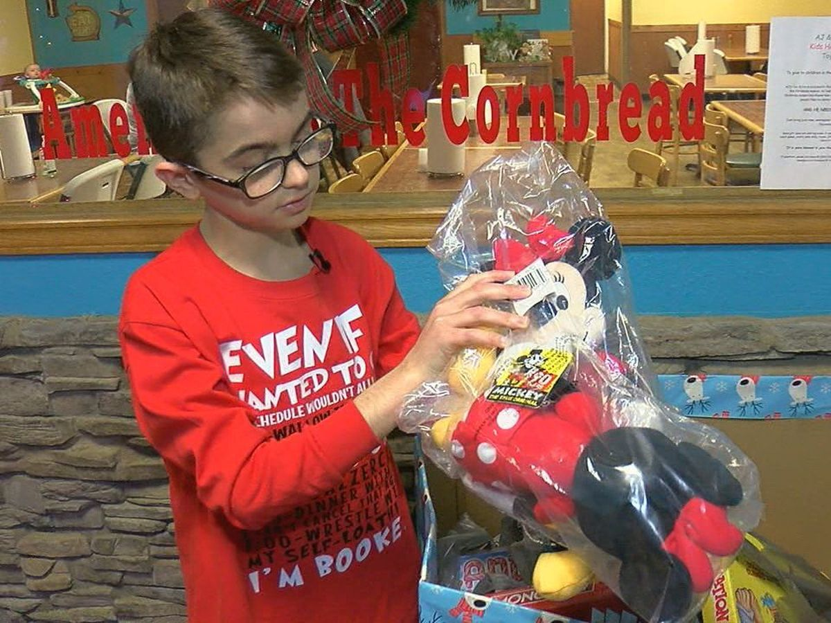 East Texas teen collects Christmas toys for kids in the hospital