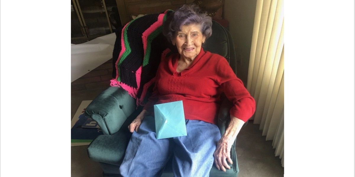 102-year-old receives a special birthday parade in Seagraves
