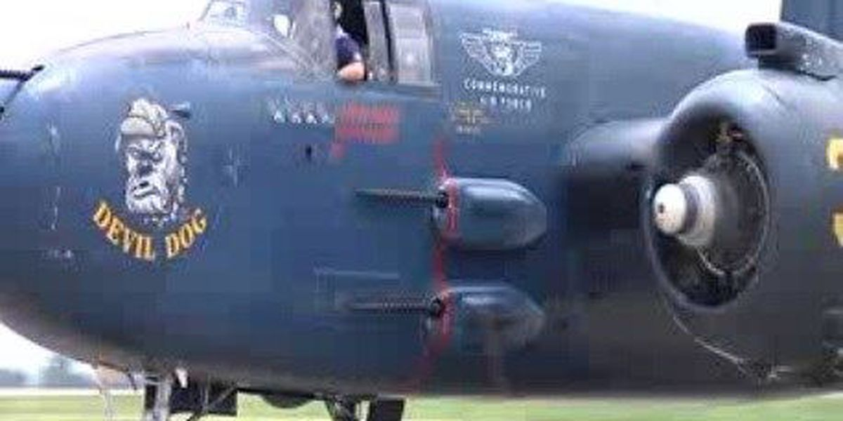 Pilots fly B-25 in honor of past marines