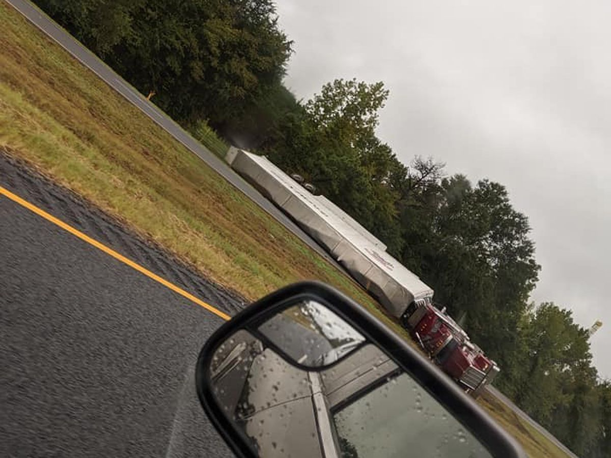 SB traffic blocked on US 259 in Rusk County due to overturned semi