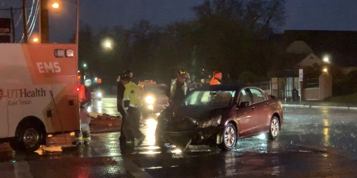TRAFFIC ALERT: Crash slows traffic on Front St. at Broadway in Tyler