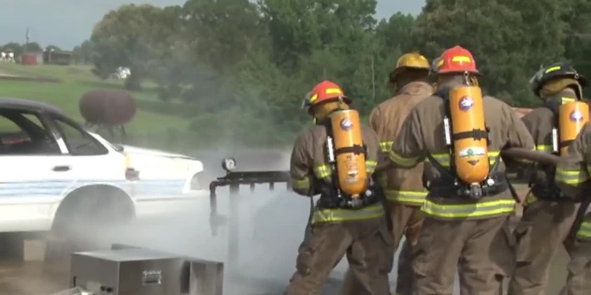 Canadians join other fire academy cadets for firefighting in Texas heat