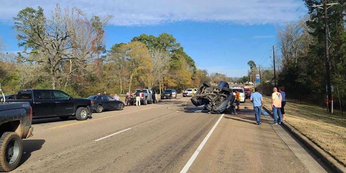 Mulltiple lanes of traffic blocked after rollover wreck on Hwy. 94 near Hudson