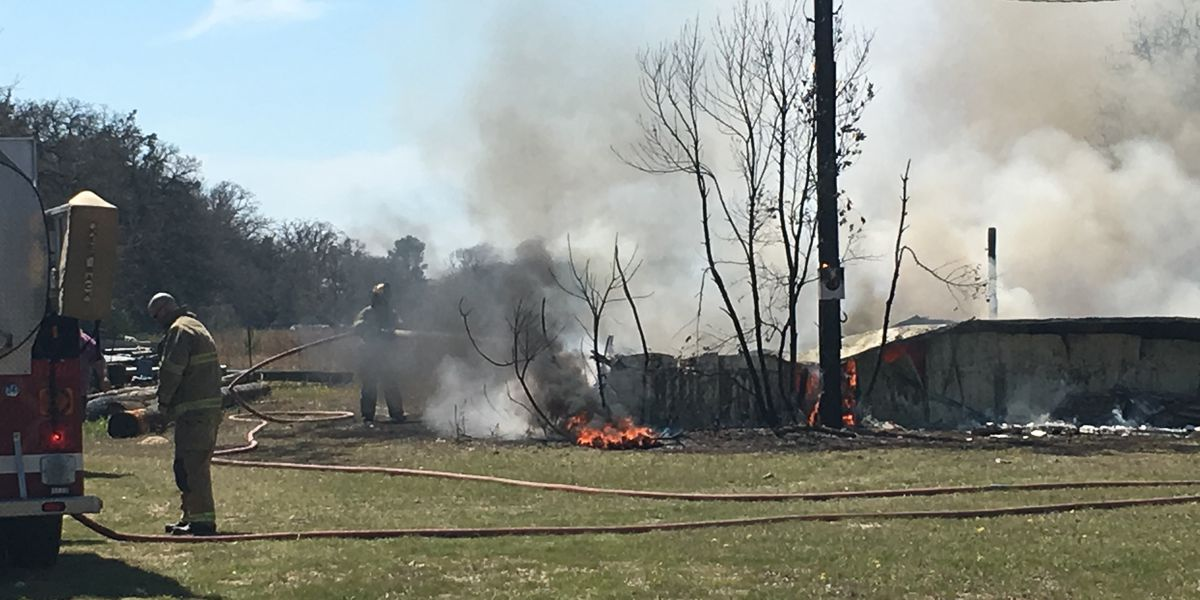 Crews respond to commercial fire near Smith-Van Zandt County line