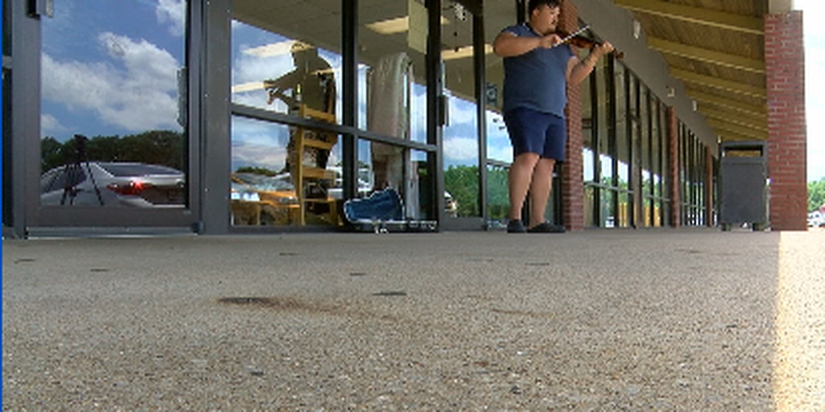 East Texas man plays violin on the side of the road for charity