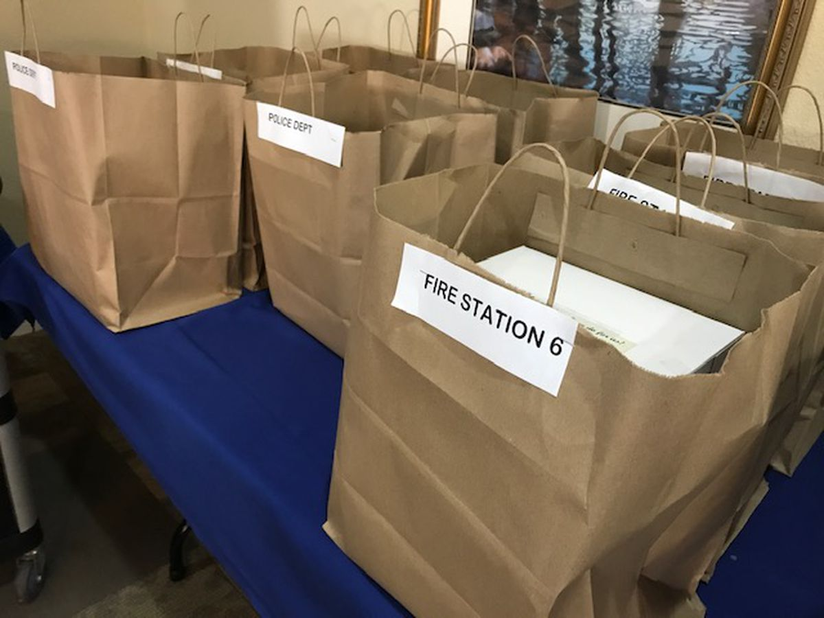 Seniors in Longview deliver sweet sentiments to first responders