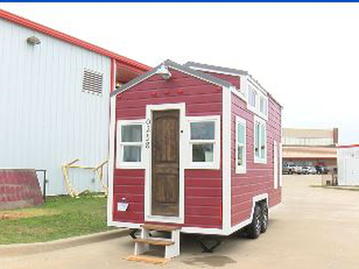 WEBXTRA: Elkhart High School students build working tiny house