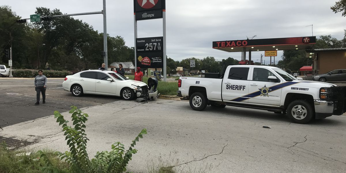 Smith County deputy involved in car crash in Tyler