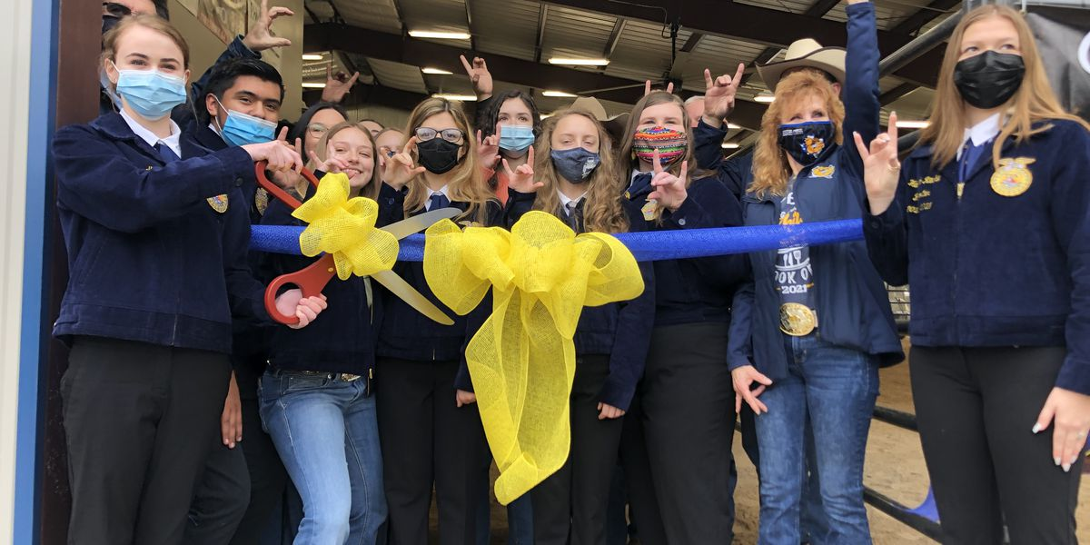 1st Agricultural barn opens for Chapel Hill ISD FFA members