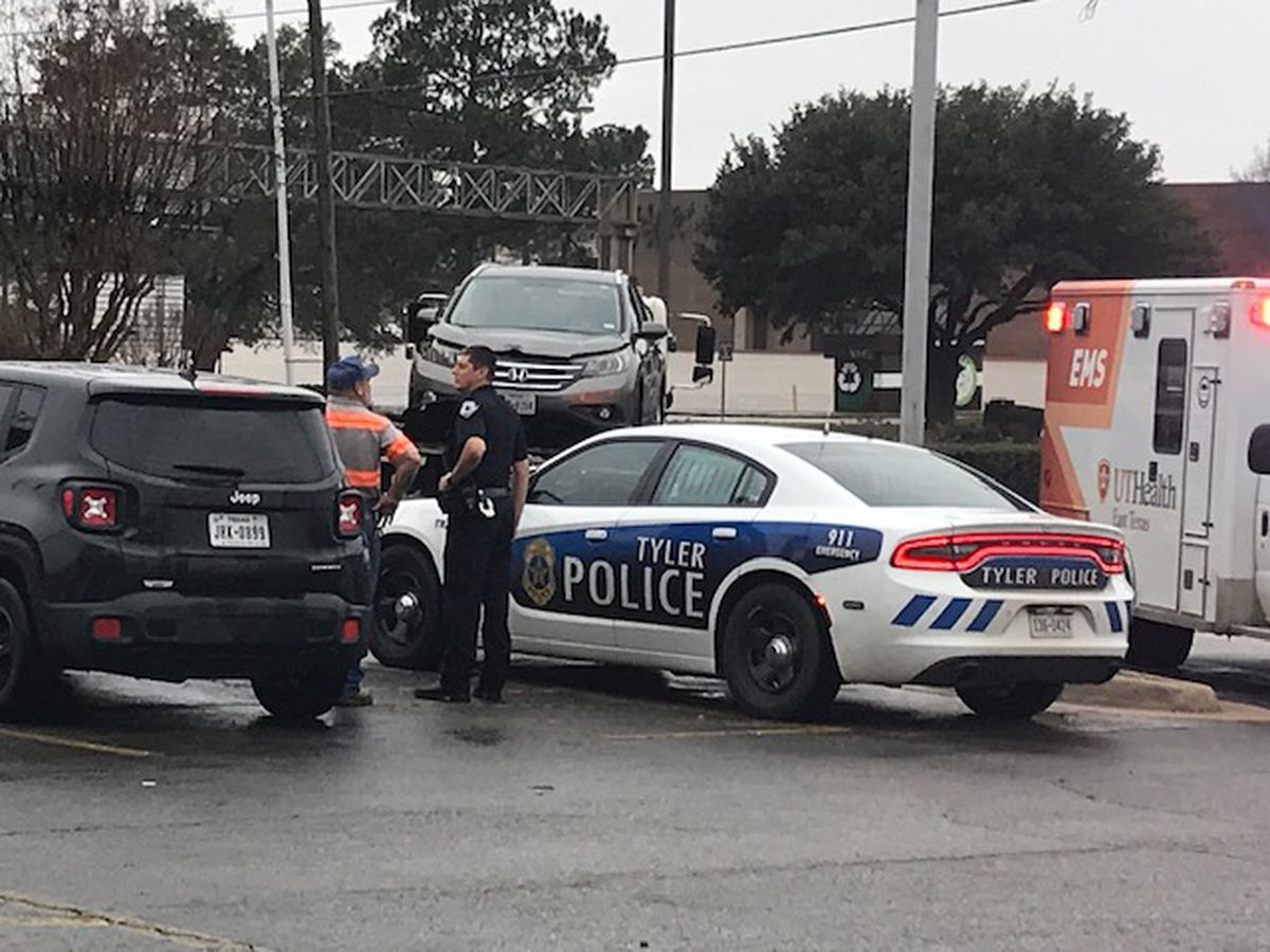 Tyler police officers respond to crash at Loop 323, Broadway