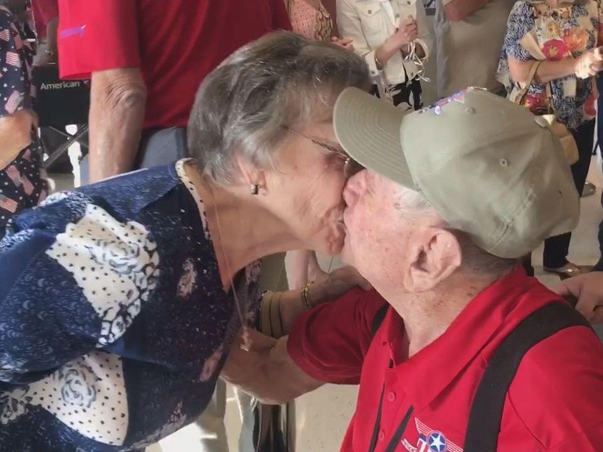 East Texas veterans return home from Brookshire's Heroes Flight