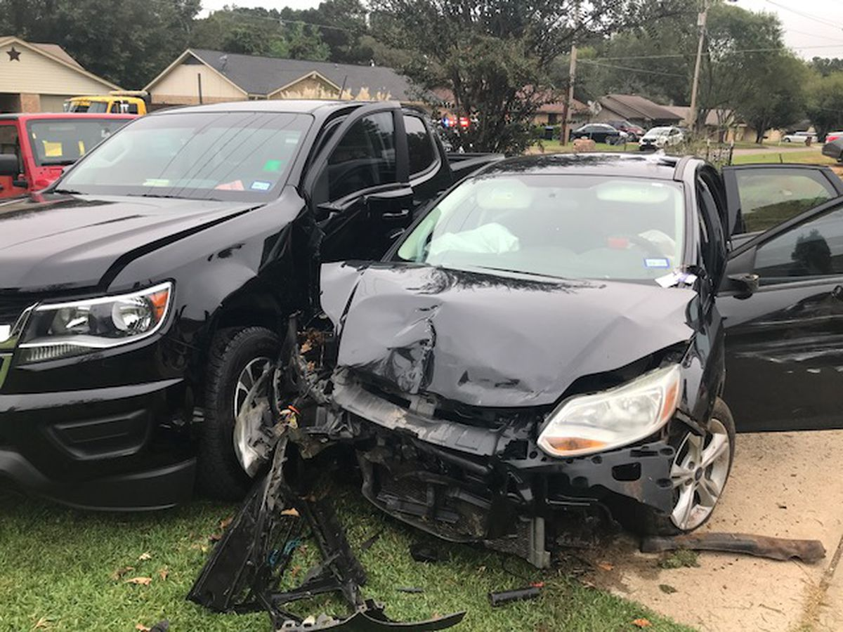 2 suspects in custody, 3rd suspect still at large after pursuit, crash in Longview