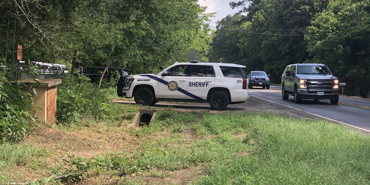 3 arrested after brief standoff with Smith County deputies at Van Highway residence