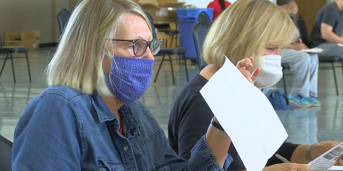 Volunteers play important role at NET Health COVID-19 vaccine clinic