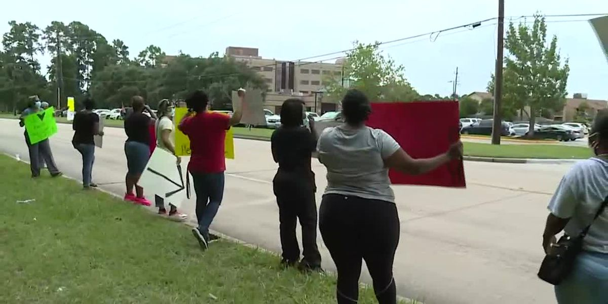 Nurses strike for more PPE in Texas