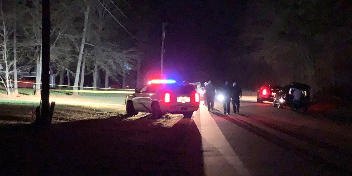 Smith Co. law enforcement searching for suspect in overnight shooting