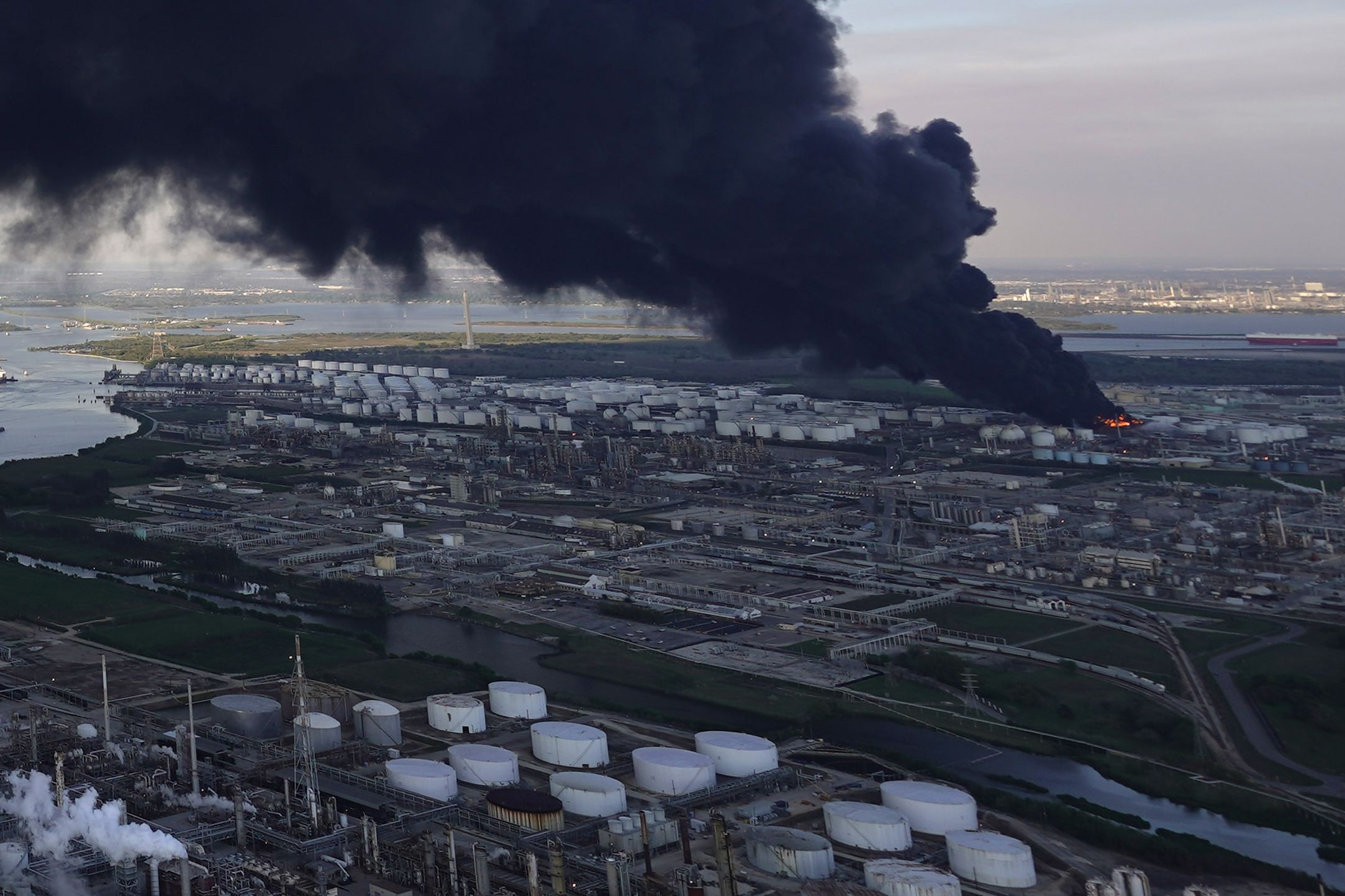 Blaze extinguished at Texas petrochemicals facility