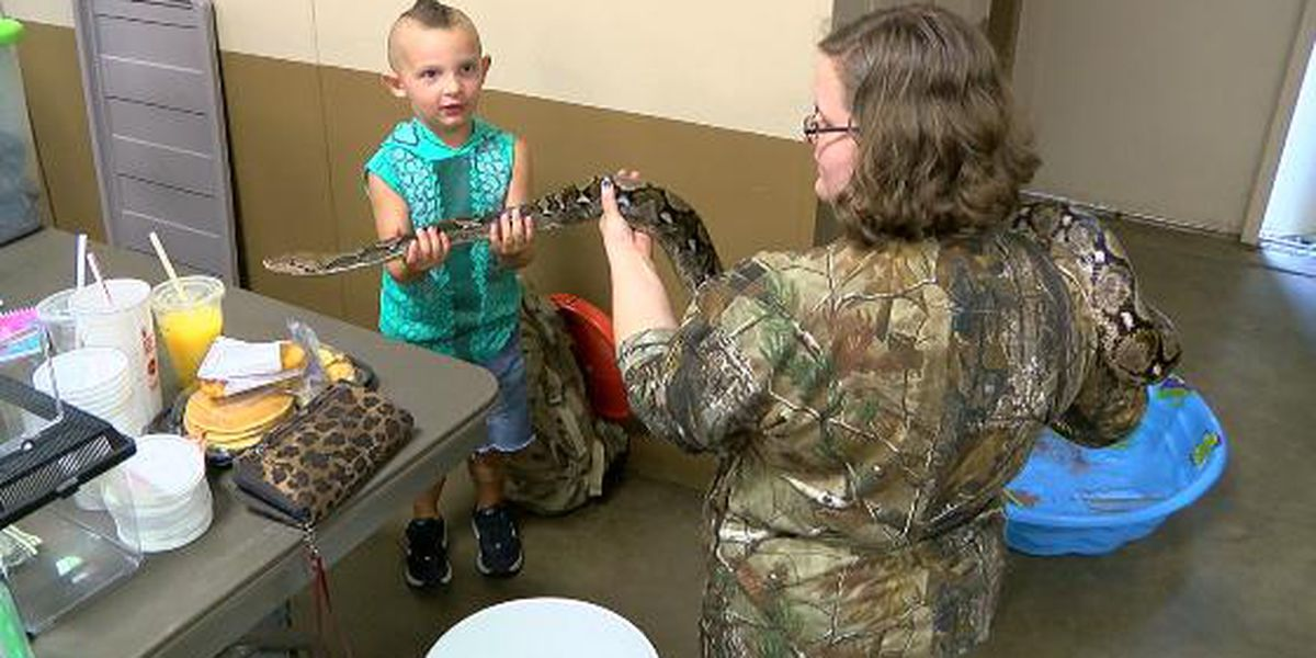 Reptile expo slithers into Longview