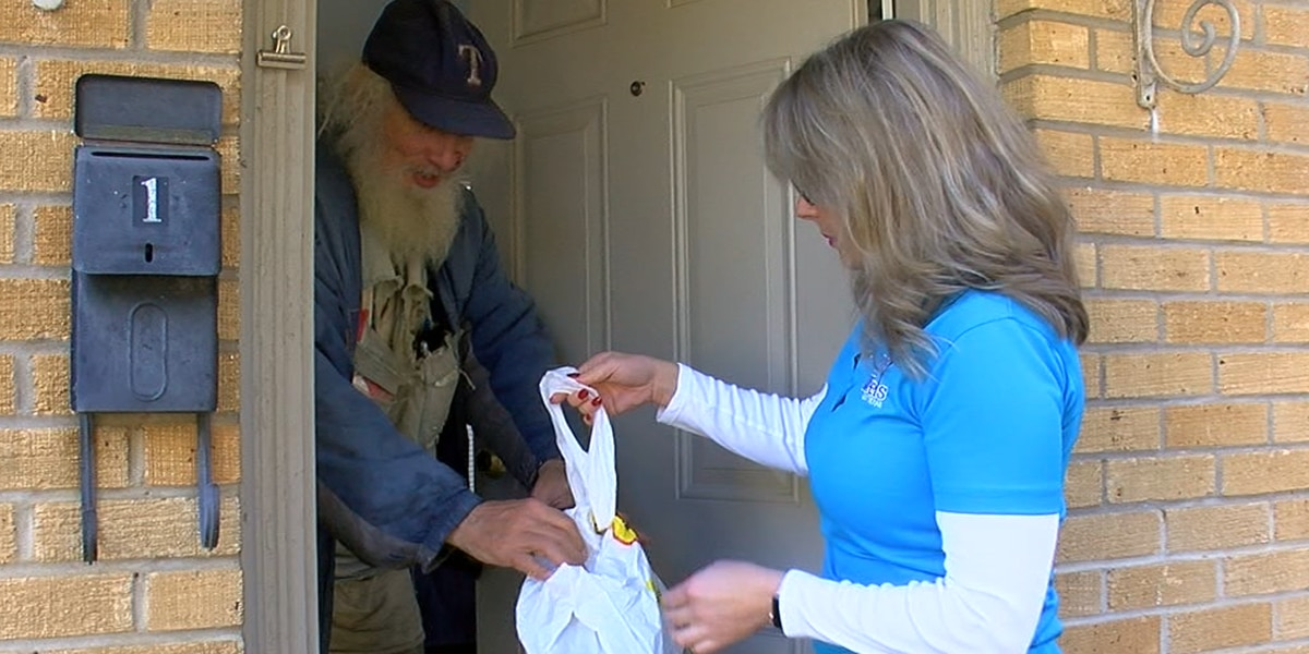 Meals on Wheels delivers 100 meals on Thanksgiving day