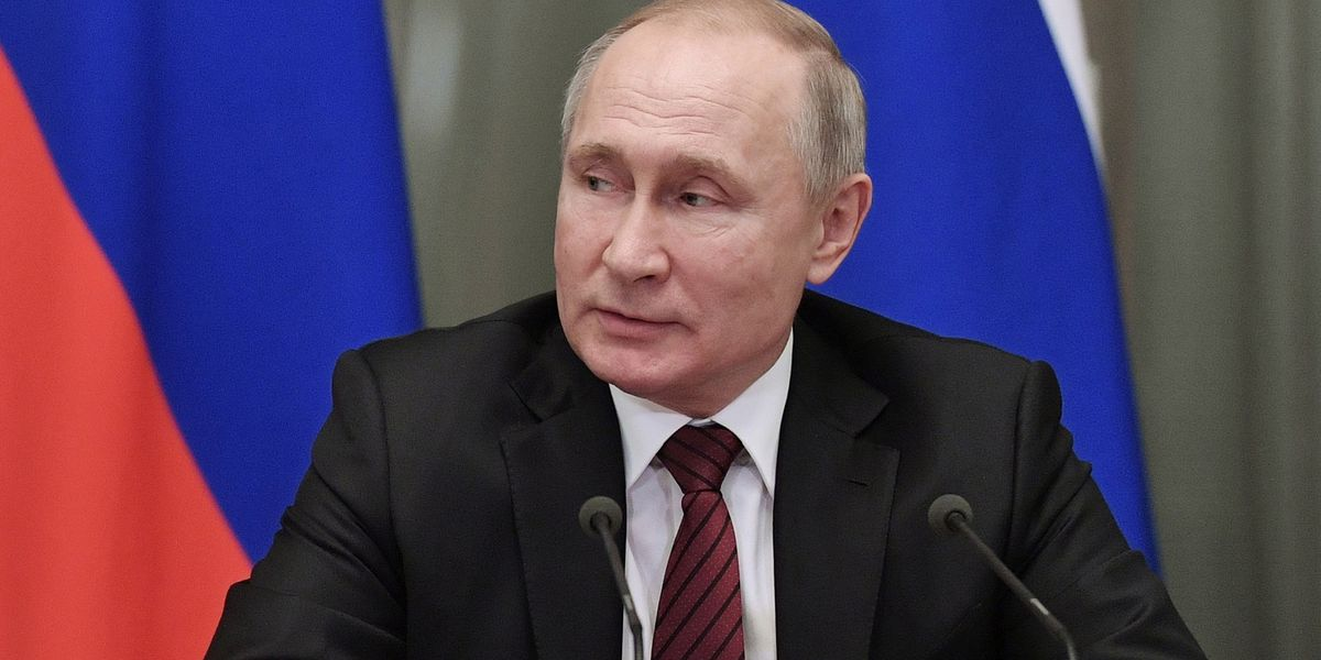 Russian lawmakers OK Putin's changes expected to keep him in power