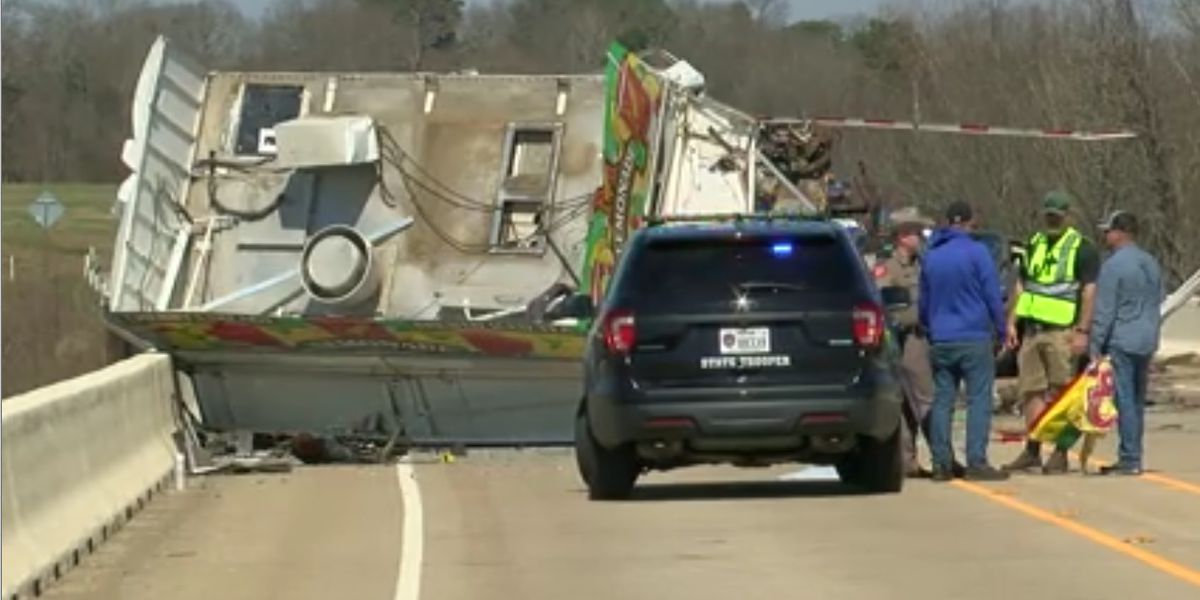 Toll 49 fatal crash report states lemonade trailer hitch was locked open