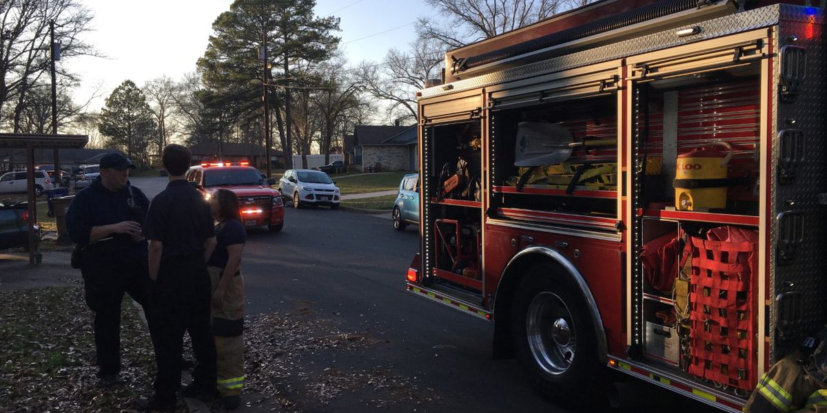 Kitchen fire brought quickly under control by firefighters in Smith County