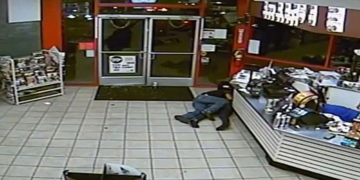Firefighter, other man shield bystanders from gunfire at convenience store