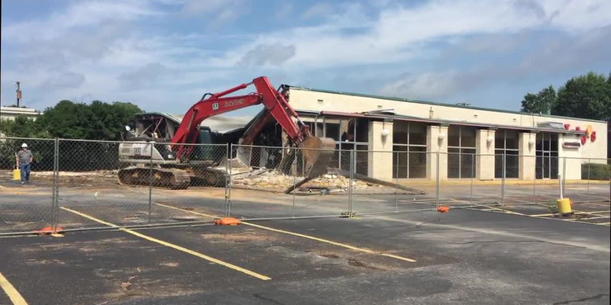 WEBXTRA: Demolition begins of Tyler Luby's Restaurant