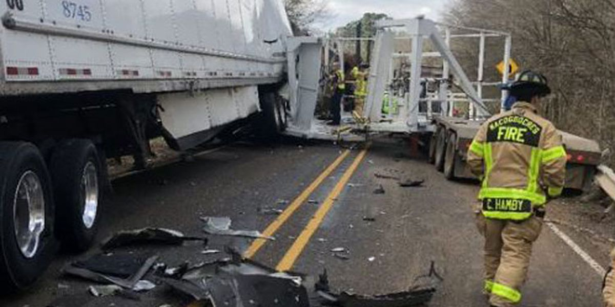 SH 21 in Nacogdoches County reopened after crash involving three 18-wheelers