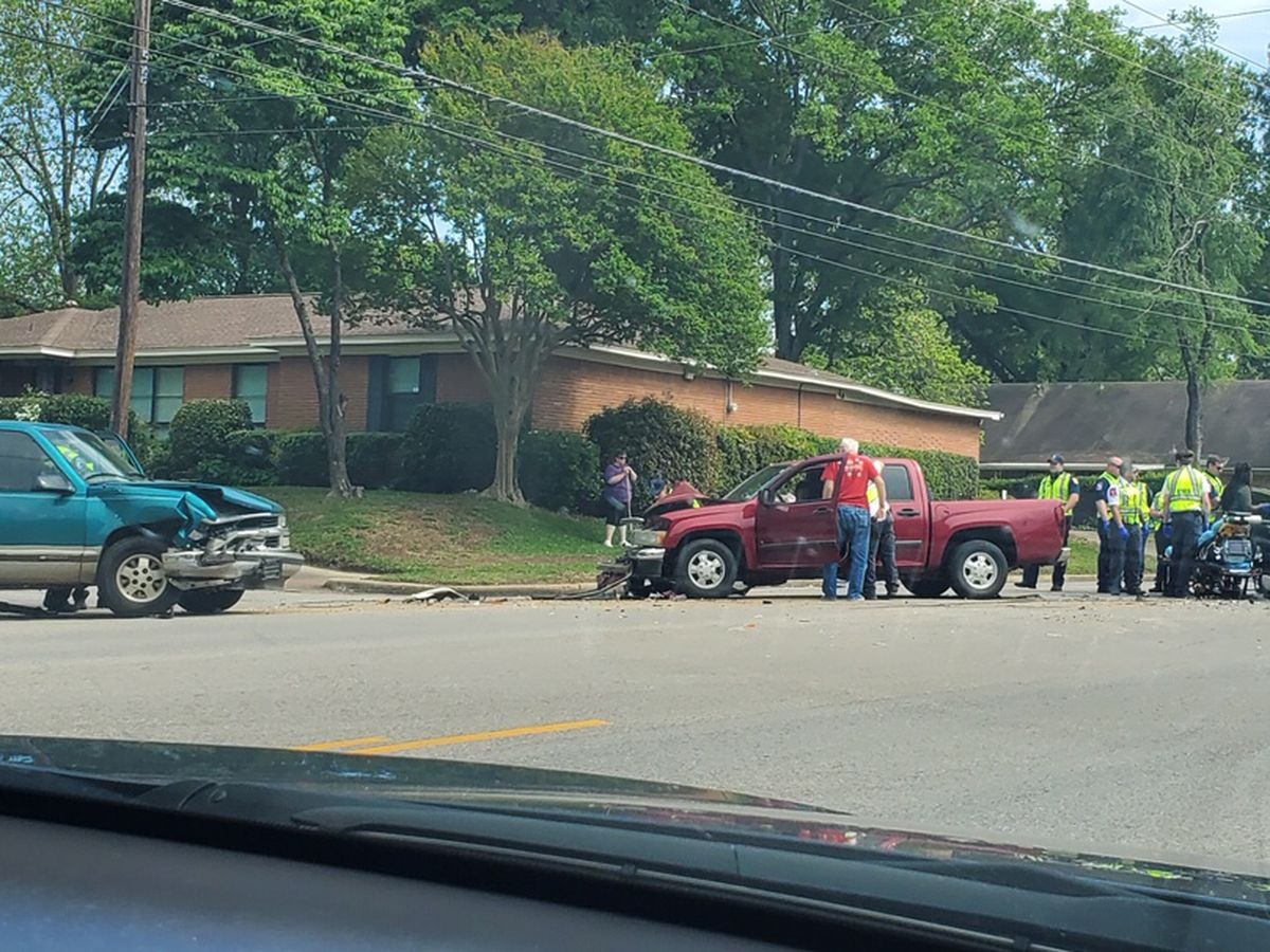 TRAFFIC ALERT: Crews responding to wreck at Broadway and Ridgecrest Drive in Tyler