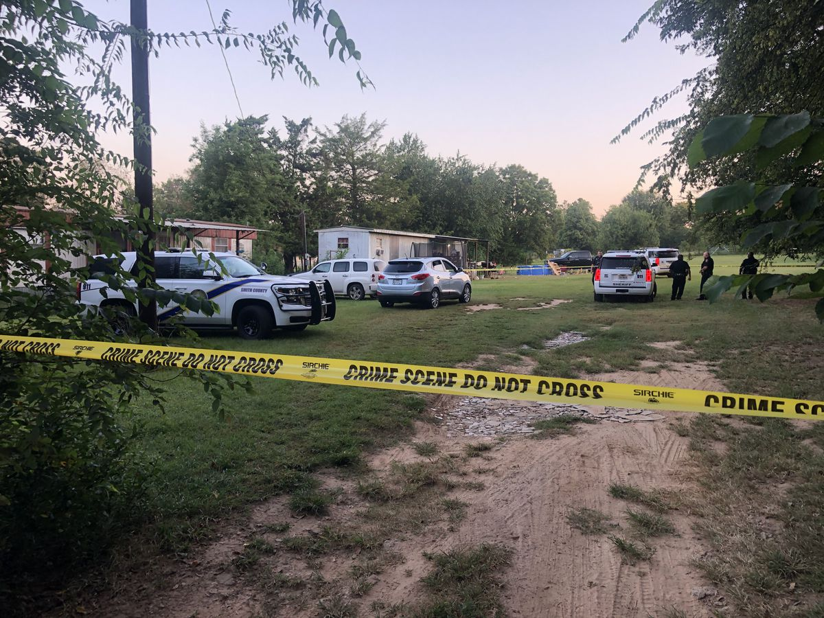 Woman dead, suspect at large after early morning shooting in Smith County