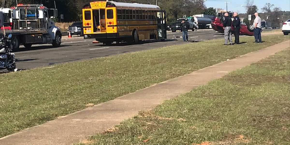 Tyler police: 3-vehicle wreck involving Tyler ISD school bus blocking traffic
