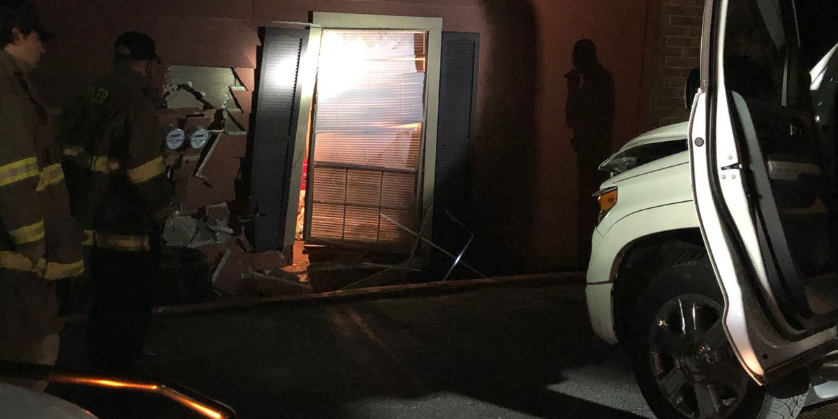 Police: No injuries after truck crashes into Tyler apartment building