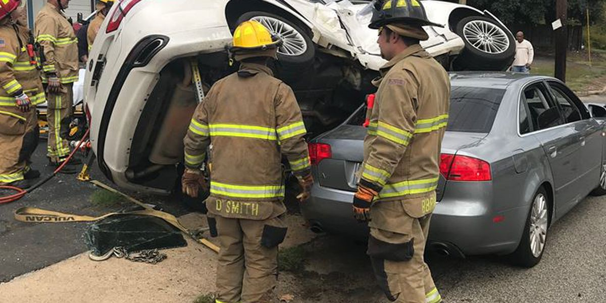 1 transported to hospital in Longview two-vehicle wreck