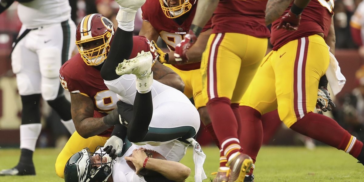 Playoff-bound Eagles get scare with chest injury to Foles