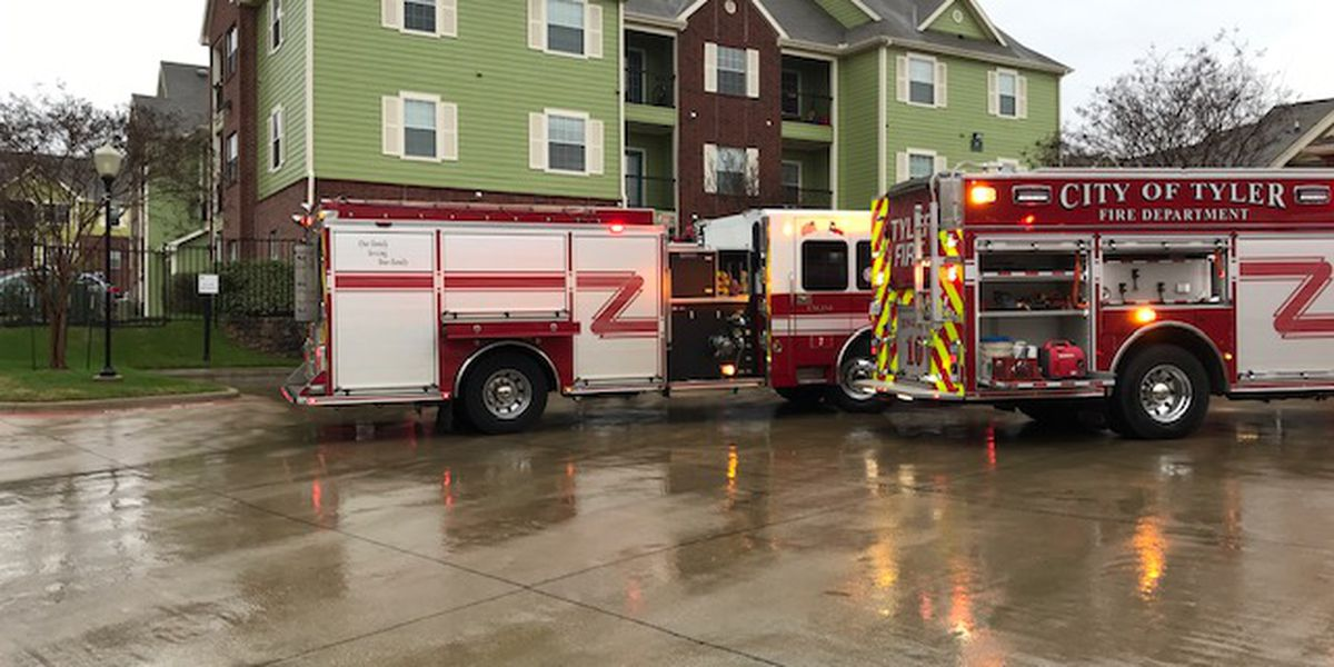 Tyler apartment fire possibly sparked by lightning
