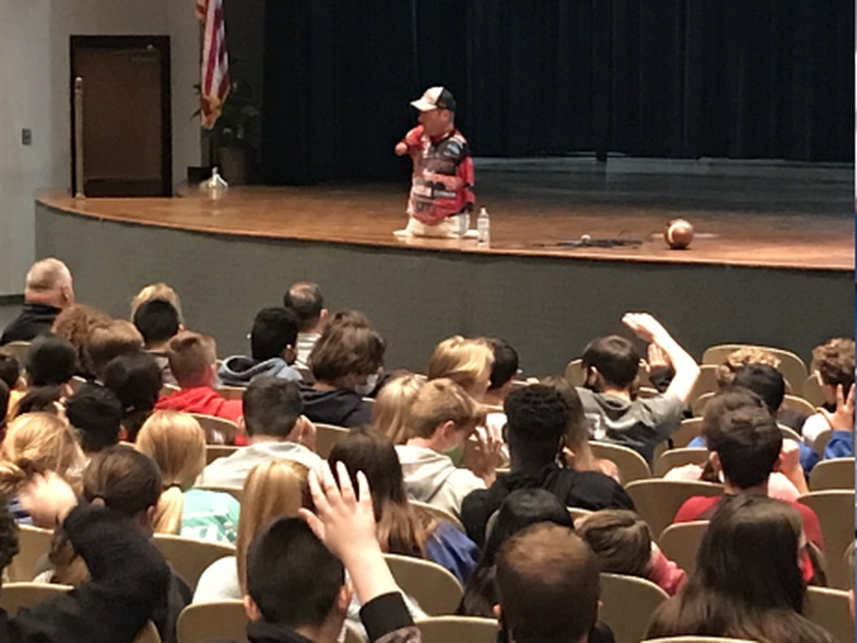 Professional angler born without limbs shares his story with Sabine ISD students
