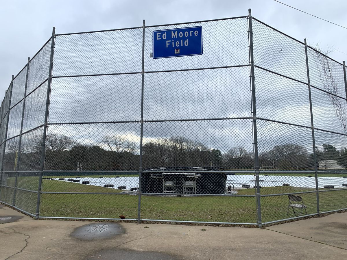 Tyler hangs new sign on baseball field renamed in honor of former city councilman