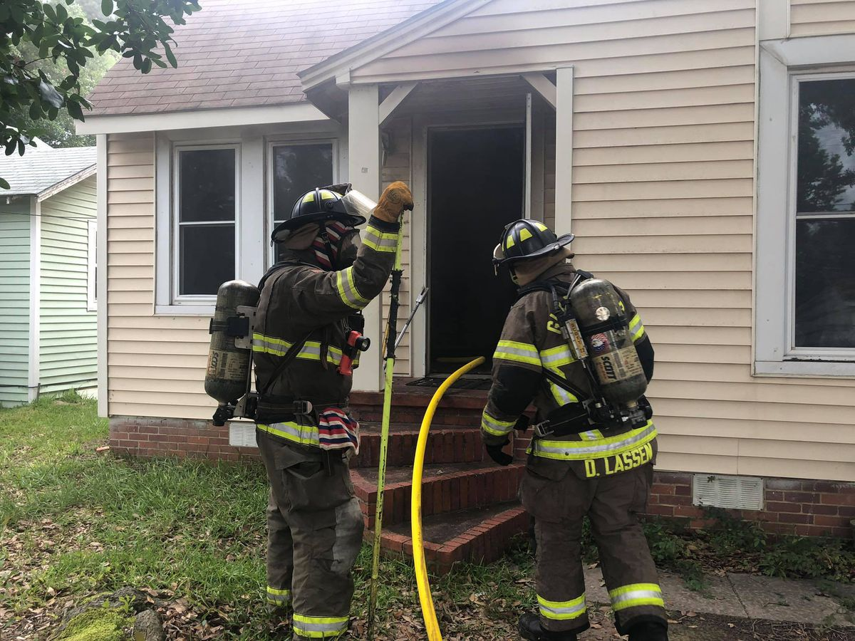 Crews extinguish fire at Gladewater home