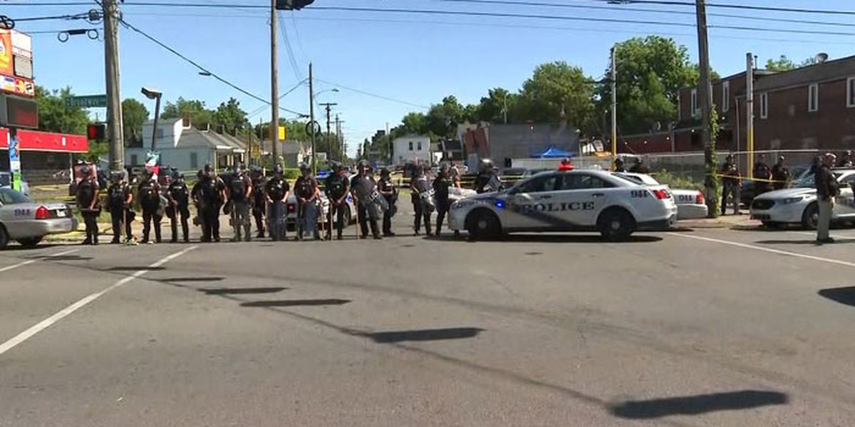 Louisville police and soldiers return fire, killing man; police chief fired