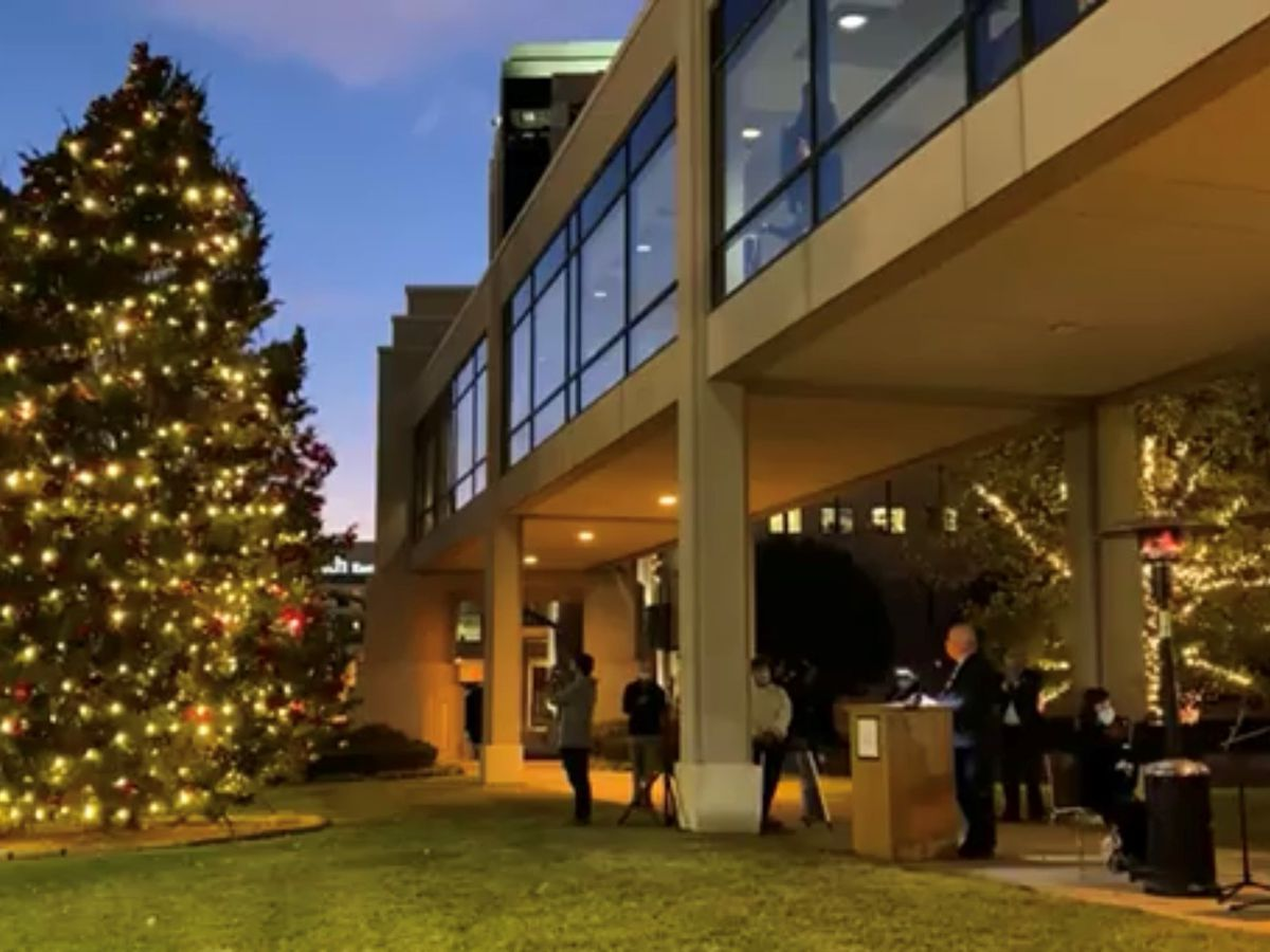 Hospital leader who spent time in COVID-19 unit flips light switch on UT Health Christmas tree