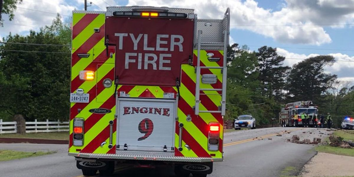 1 person seriously injured in 1-vehicle rollover wreck on Cumberland in Tyler