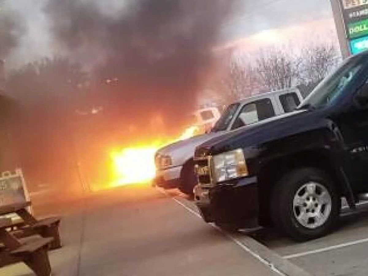 East Texas citizen saves woman from burning car