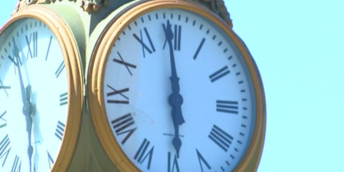 City street clock stopped at 6 for 2 months