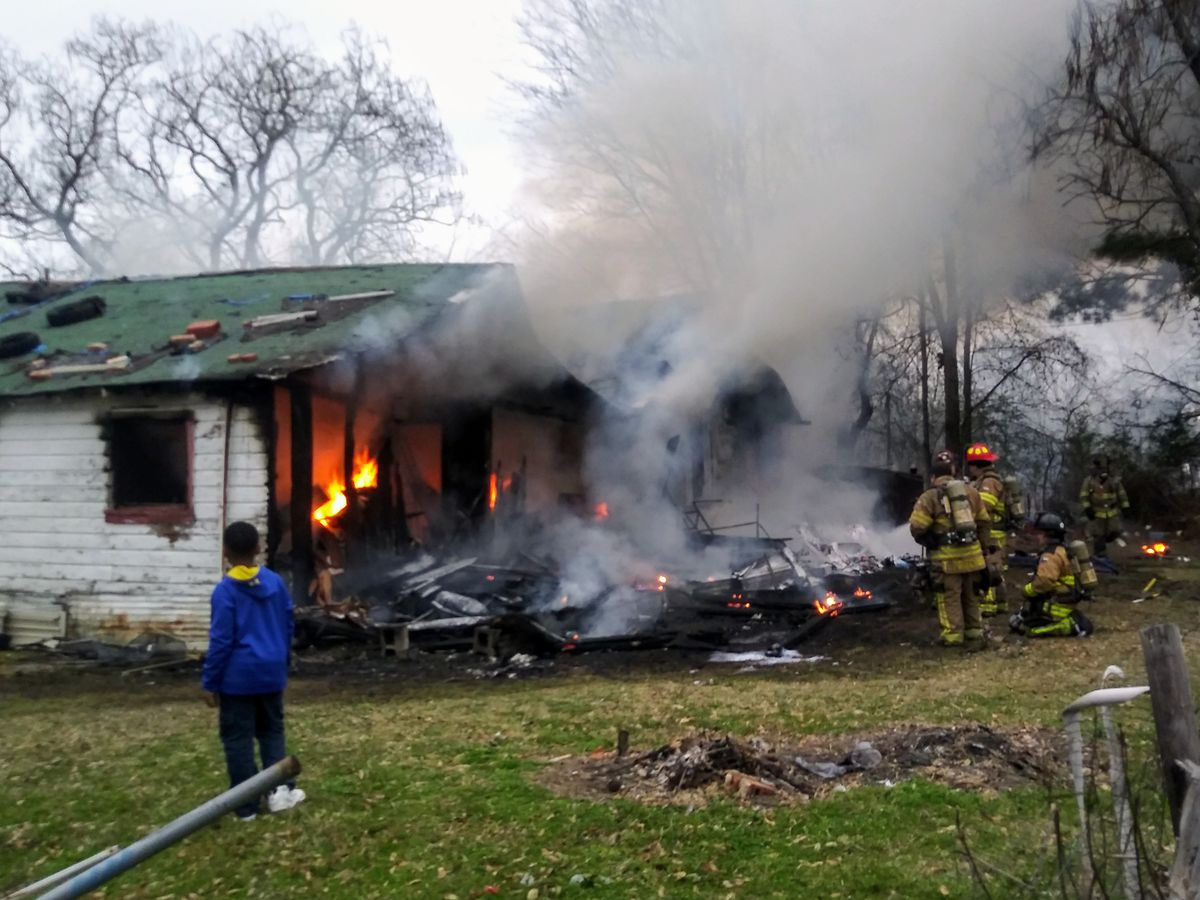 Crews responding to reported house fire near Lindale