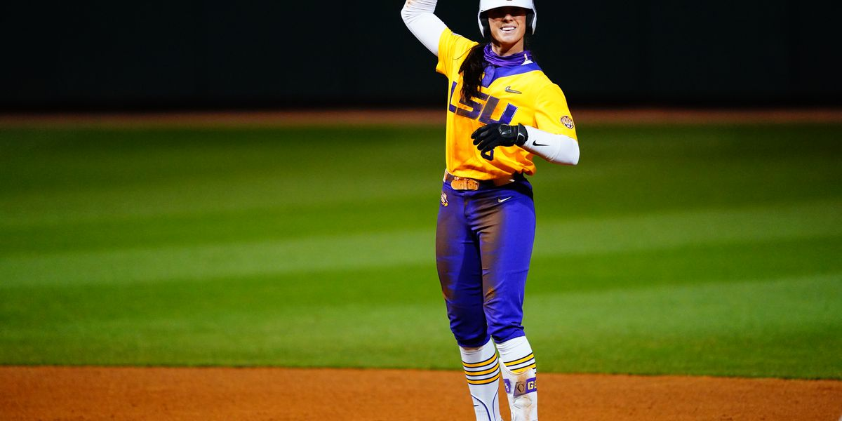 No. 7 Texas uses 3-run seventh inning to defeat No. 12 LSU 8-5