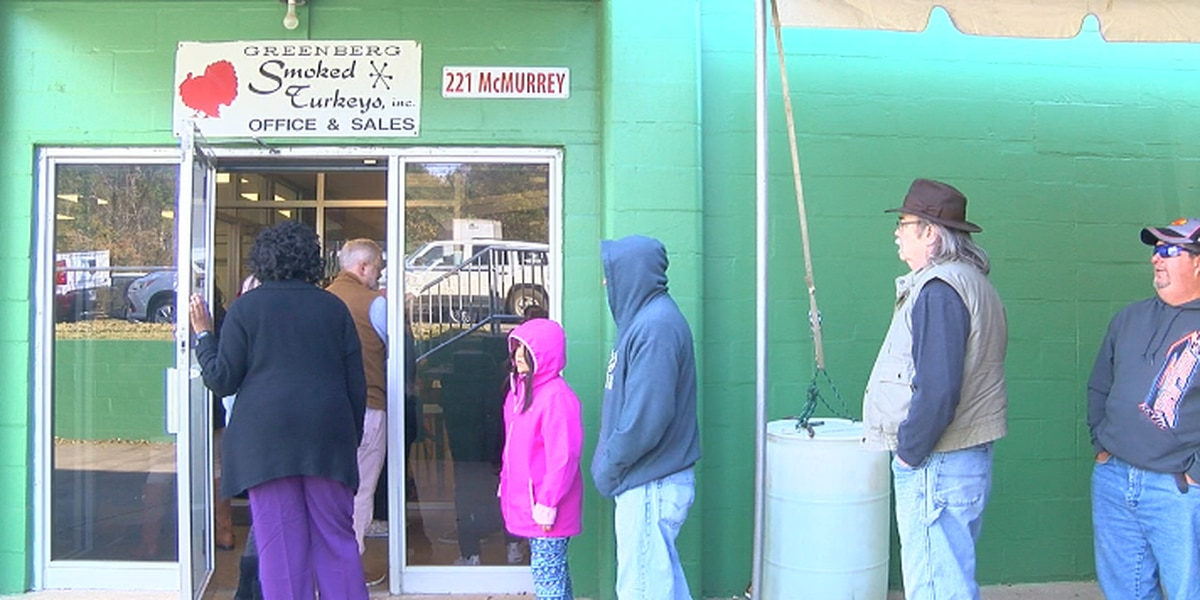 Hundreds line up for a taste of an East Texas Thanksgiving tradition