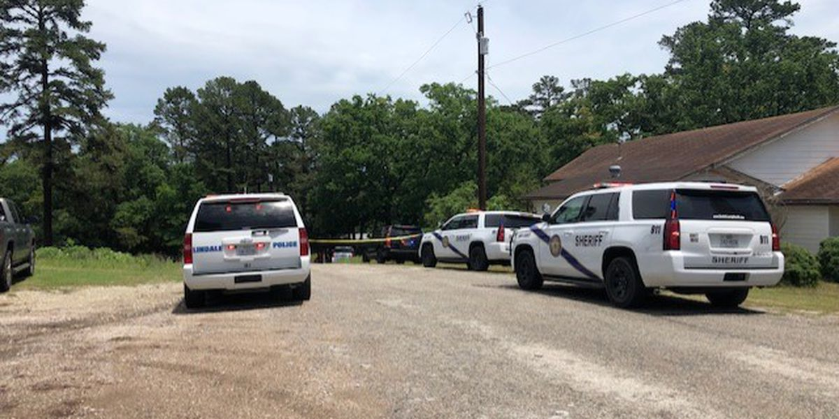 Smith County Sheriff's Office investigating after 2 shot near Lindale